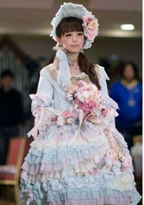 ロリータファッションが好きな人