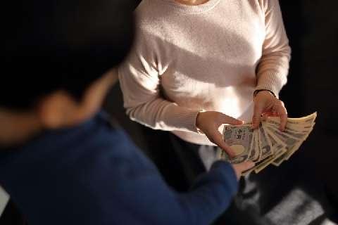 お年玉没収「ママが、ぼくのお金盗んだ!」親族に不満ぶちまける…法的な問題は? - 弁護士ドットコム