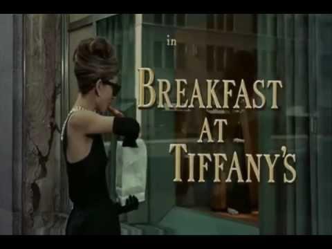 ムーンリバー 「ティファニーで朝食を」 / オードリー・ヘップバーン - YouTube