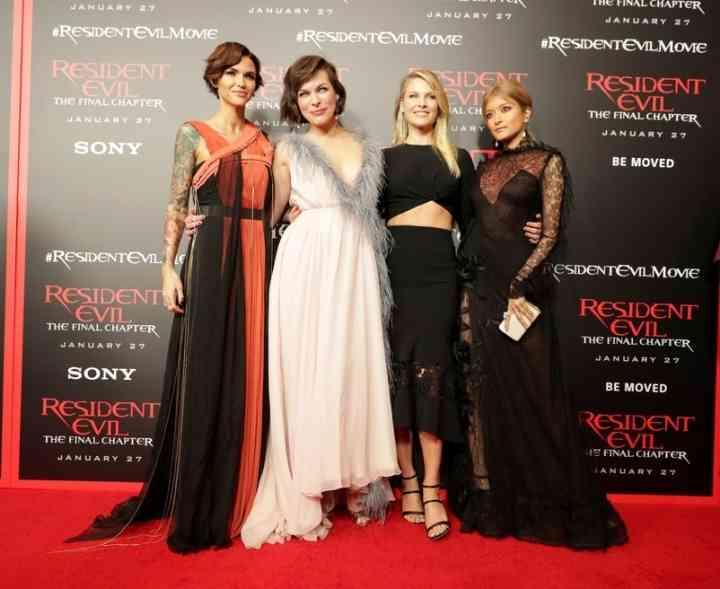 ローラ、セクシー透けドレスでLA降臨 ミラ・ジョヴォヴィッチらとレッドカーペット