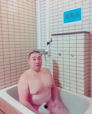 極楽とんぼの山本圭壱が全裸写真を公開 ファンから心配の声も - ライブドアニュース