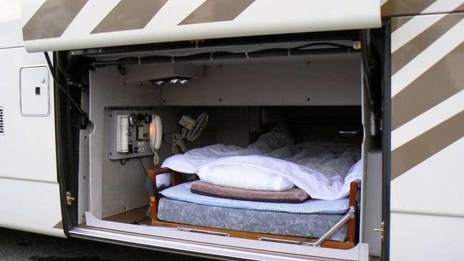 高速バス運転手が勝手に仮眠、乗客17人が8時間閉じ込められる