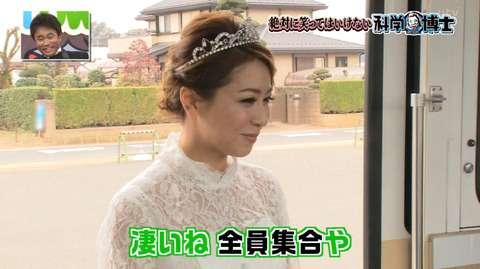 ココリコ遠藤章造の再婚妻、雅美さん「笑ってはいけない」で顔出し出演 キスも披露