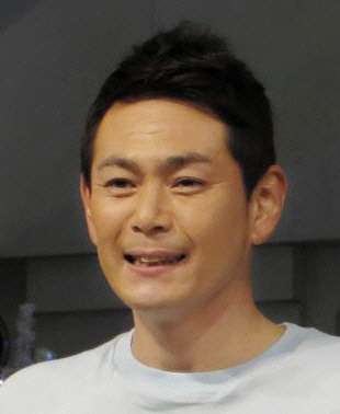 ココリコ遠藤の再婚妻、雅美さん「笑ってはいけない」で顔出し出演 キスも披露 (デイリースポーツ) - Yahoo!ニュース
