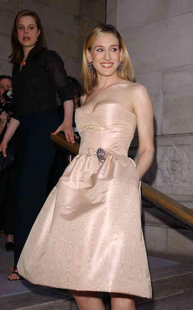 第74回ゴールデングローブ賞に現れたサラ・ジェシカ・パーカーの顔に「怖い」の声