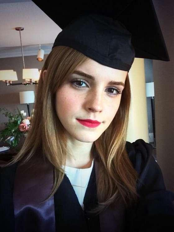 エマ・ワトソン、米一流大学を卒業 卒業ガウン姿を自撮りで披露