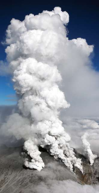 御嶽山噴火で遺族が提訴へ 国と県に1億5千万円請求