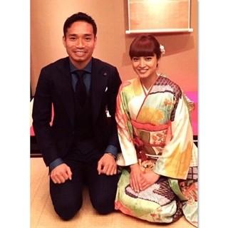 平愛梨&長友佑都、入籍を報告「家族となりました!」- 2ショットも公開 | マイナビニュース