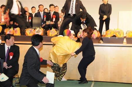 成人式「なめんなよ!」「やってやるぜ」ステージ乱入を制止…茨城・つくば市で式典が一時中断 (産経新聞)のコメント一覧 - Yahoo!ニュース