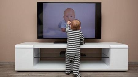 赤ちゃんにテレビ見せてますか?