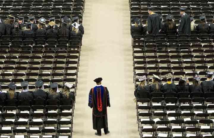 学歴の高い人ほど子どもが少ない?「ヒトの教育レベルが遺伝子上で劣化している」という研究結果が明らかに