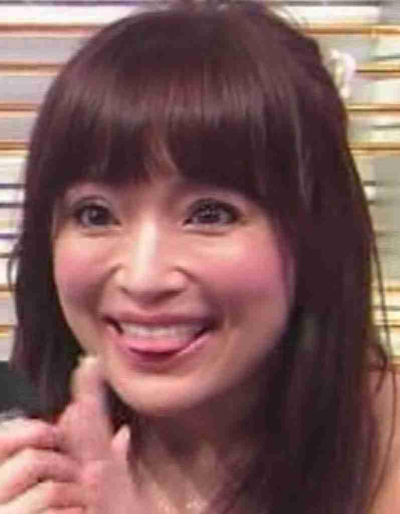 浜崎あゆみ、超ミニドレスでうなじと美背中あらわな姿に「すべてが美しい」と絶賛の声