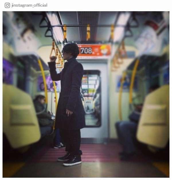 """赤西仁、""""何年かぶり""""の電車利用に「オーラがすごい」「かっこよすぎて違和感」と話題"""