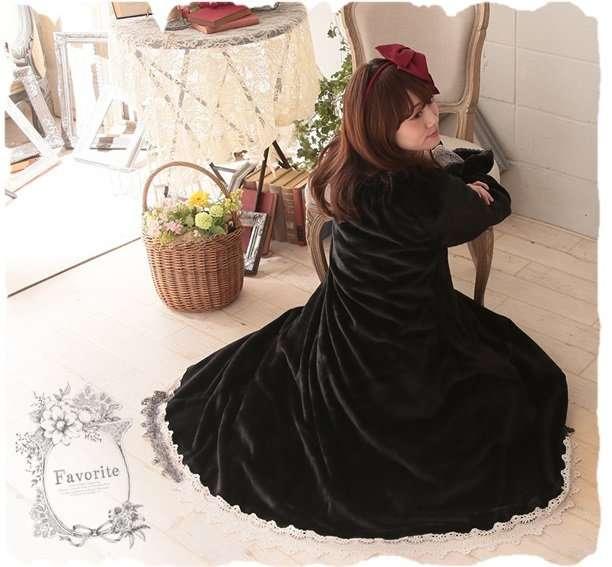 """オサレな""""着る毛布""""が誕生!? 赤ずきんや白雪姫デザインのルームウェア「おうちで着る童話シリーズ」がかわいい"""