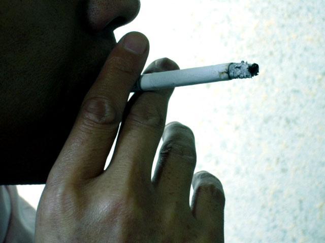 男性の喫煙率初めて3割割れ、女性は微増、男女計は過去最低19.3%