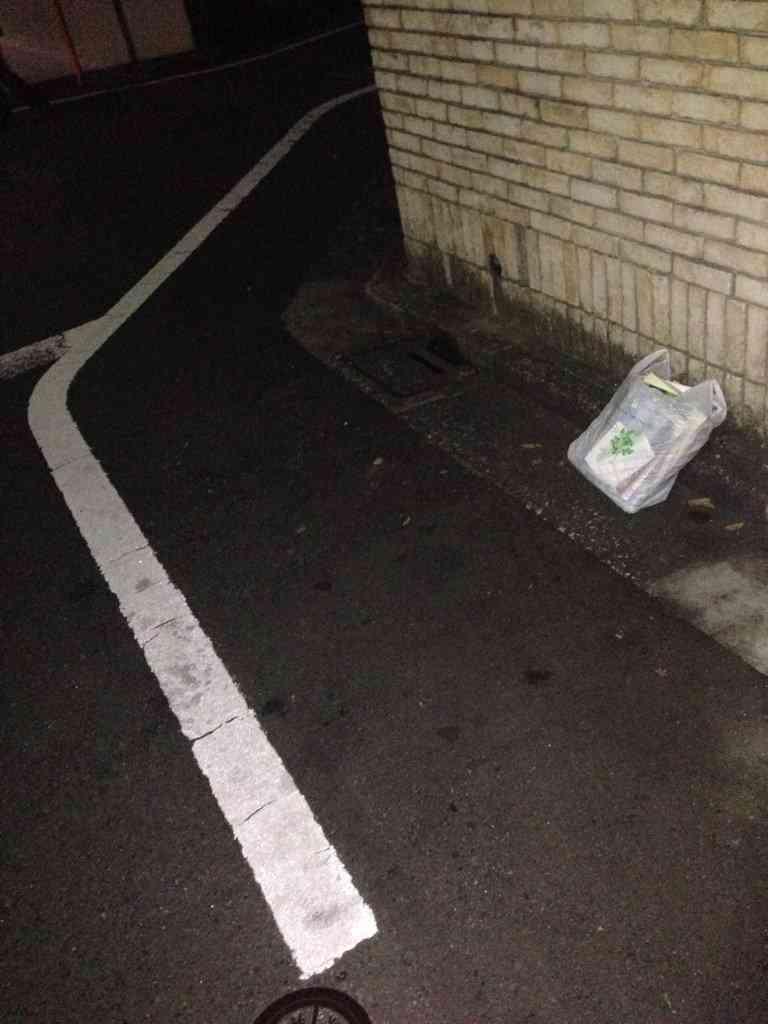 ASKAの家に貼り込んでいたマスコミ 家の前にゴミを放置して撤収