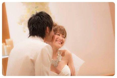 鈴木奈々、結婚記念日に夫婦ラブラブショット公開「出会えて幸せ」