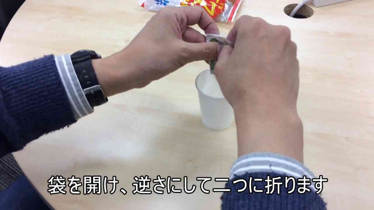 インスタント味噌汁を楽に絞り出す方法 - YouTube