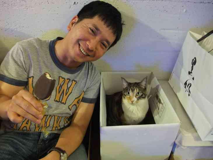爆笑問題田中の「猫はどうしてこんなにカワイイのか?」に迫る本「猫と田中」が発売