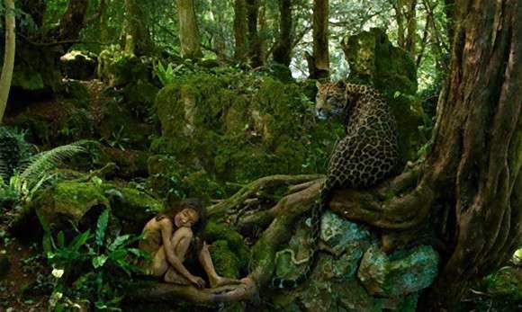 動物と同じ環境で育った13人の子供たちのリアルな物語とそれをイメージした写真「野生児たち(Feral Children)」 : カラパイア