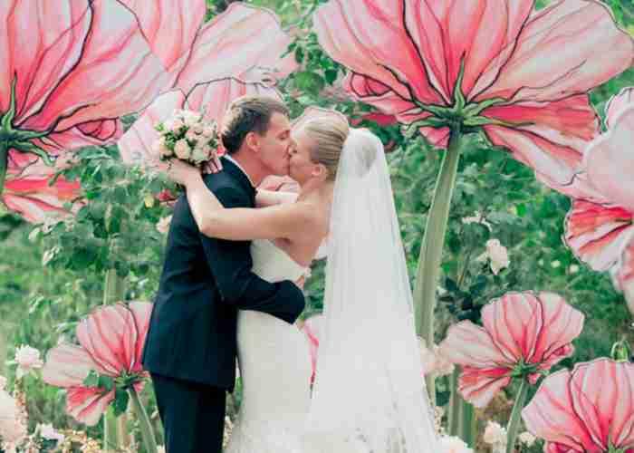 まるで妖精の世界!ジャイアントペーパーフラワーで作った結婚式がおとぎ話級の可愛さ♡ | marry[マリー]