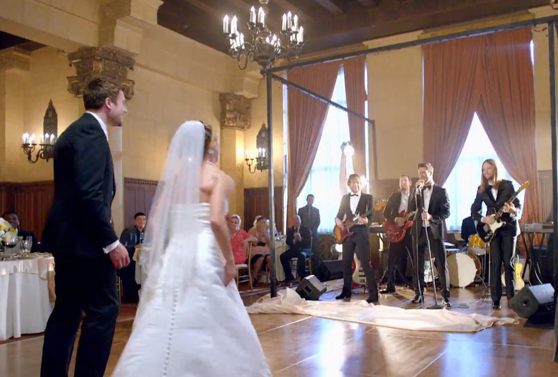 一生忘れられない♡あの人気グループが結婚式にサプライズ登場する動画に感動