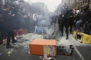 トランプ大統領の就任式 抗議デモ暴徒化、217人逮捕