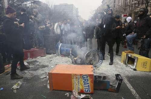 ワシントンでデモ暴徒化、217人逮捕 : 国際 : 読売新聞(YOMIURI ONLINE)