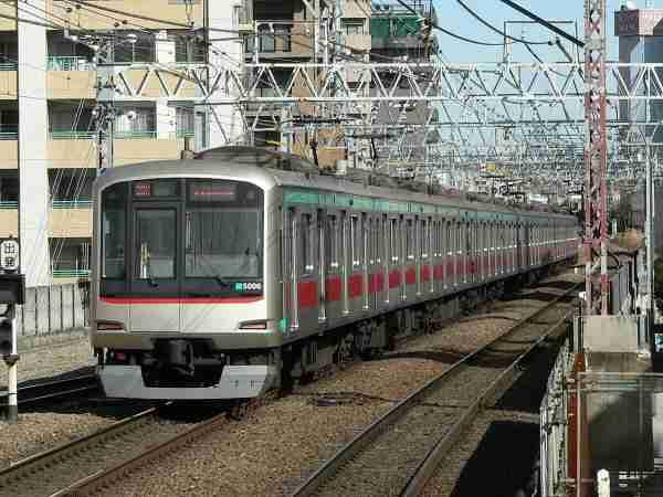 「降りま~す」 乗客タックルでケンカ勃発 通勤時間帯の東急・田園都市線が大幅遅れ