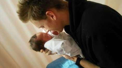 厚切りジェイソン、第3子女児誕生を報告「元旦ベビー!」