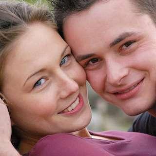 SNSに写真あげるバカップルは大体不幸、大学研究で判明 不幸を感じると写真投稿する傾向