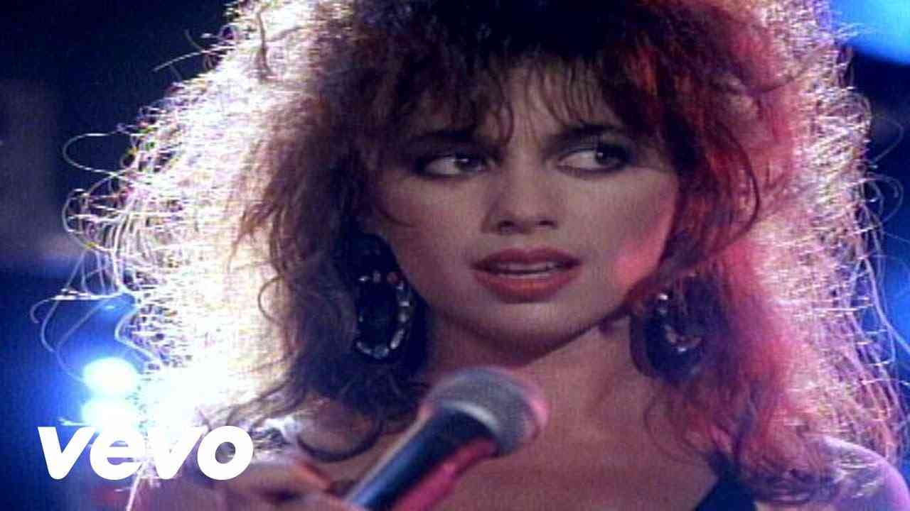 The Bangles - Walk Like an Egyptian - YouTube