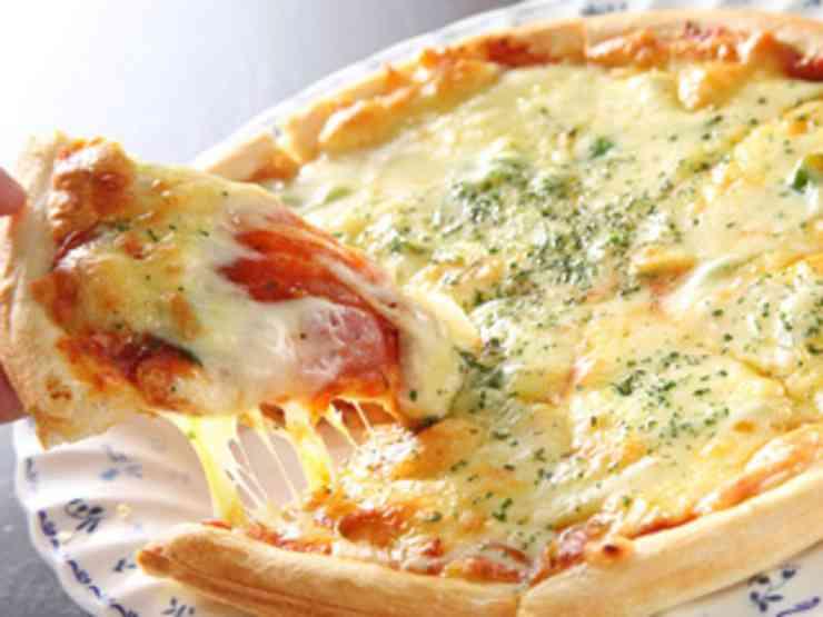 ピザどうやって食べてる?意外と知らないピザの食べ方教えます! Taspy[ていすぴ〜]