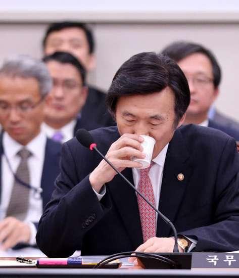 「日本の外相だと思った」…ユン・ビョンセ長官「釜山少女像の撤去・移転」を主張 : 政治 : ハンギョレ