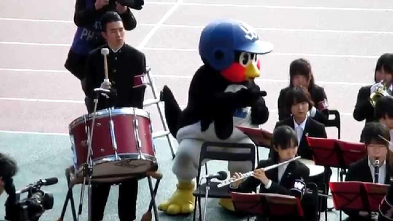 つば九郎と仲の良い吹奏楽団 - YouTube