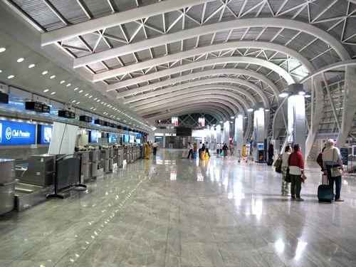 パイロットや客室乗務員に質問「どこの空港が好きで、どこの空港が嫌い?」気になる回答いろいろ:らばQ