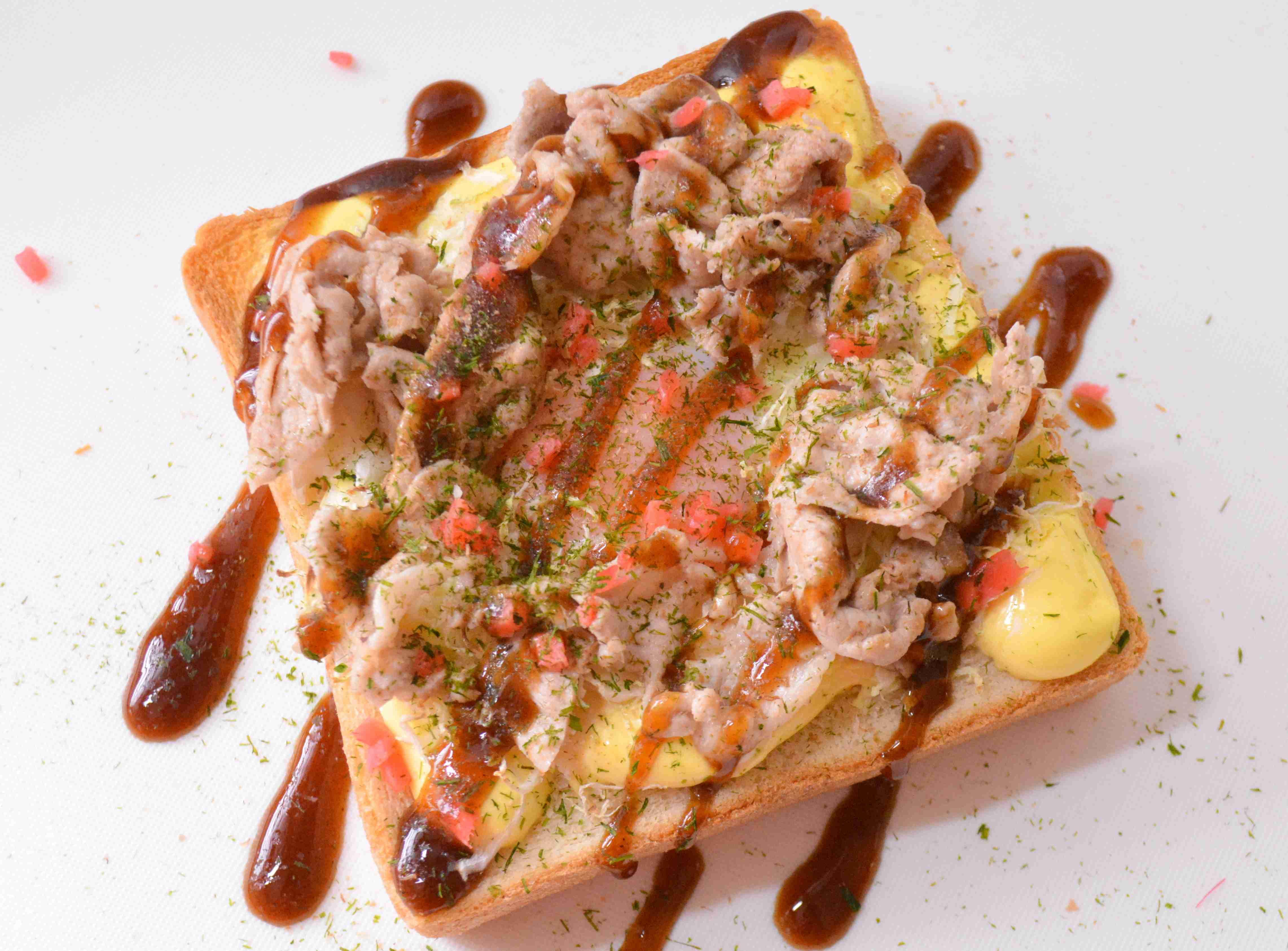 【レシピ】簡単安い「お好み焼きトースト」がマジでウマすぎ!冷蔵庫の残り物で作れるぞっ!! | ロケットニュース24