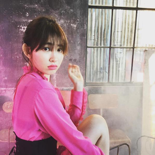 【エンタがビタミン♪】小嶋陽菜、新年も表誌で大人気 AKB48卒業を目前にオファー続く | Techinsight|海外セレブ、国内エンタメのオンリーワンをお届けするニュースサイト