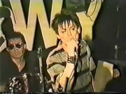 BOØWY 1984年 新宿LOFT 「モラル」 - YouTube