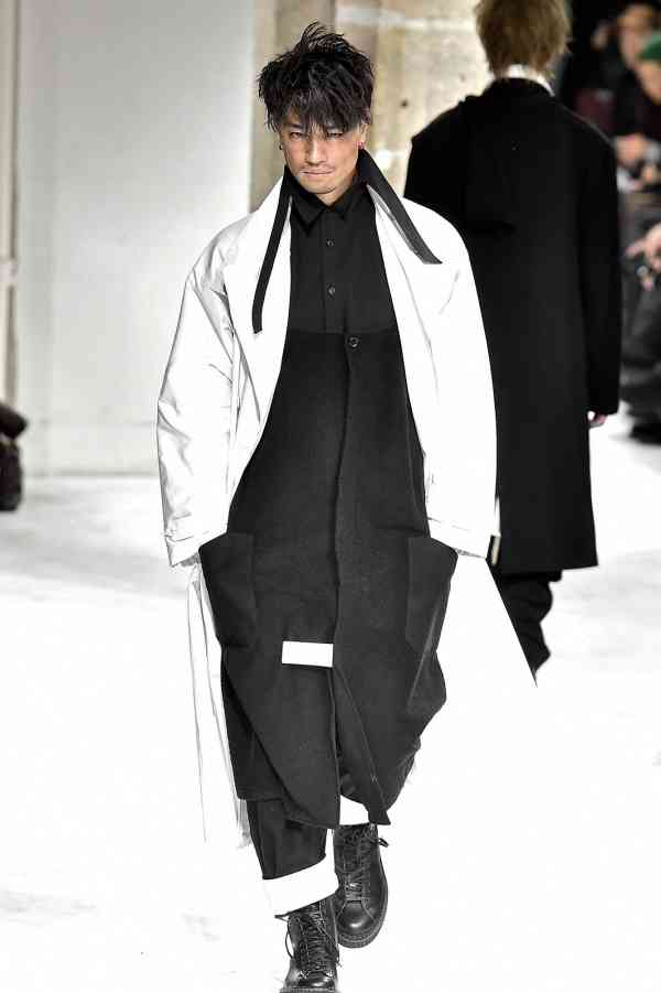 斎藤工のパリコレモデル姿が超クール 「ガキ使からパリコレまで幅広すぎ」賞賛相次ぐ - モデルプレス