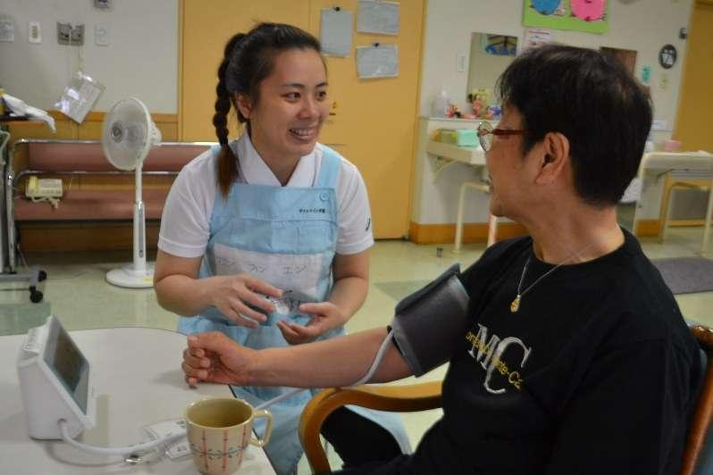 介護福祉士:留学生が急増、10倍に 日本で「手に技術」 - 毎日新聞