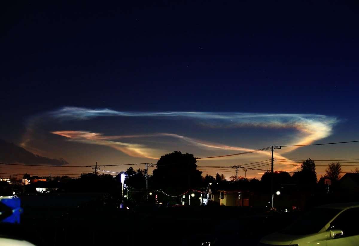関東上空に奇妙な雲…正体は「彩雲」