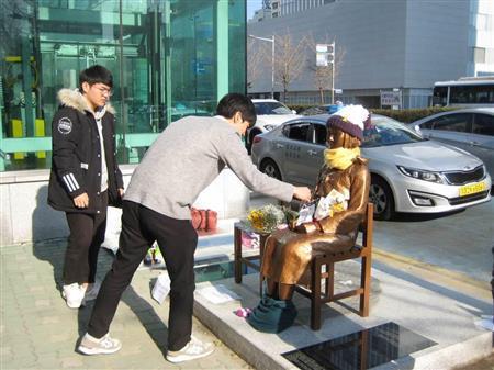 韓国・釜山の慰安婦像設置に政府が対抗措置 駐韓国日本大使ら一時帰国へ (産経新聞) - Yahoo!ニュース
