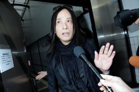 辻仁成、離婚報道後初めて公の場に登場「家族を守ることが今の自分のすべてなので…」