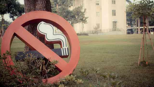 もはや「モンスター嫌煙者」? タバコいじめに悩む人たち...喫煙席でも「吸うな!許せん!」 | ニコニコニュース