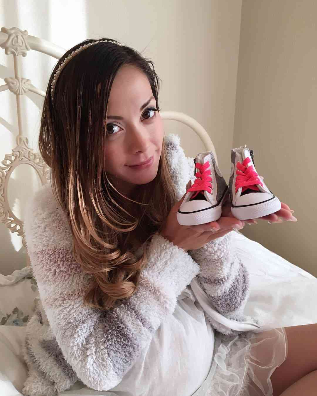 第3子妊娠中の土屋アンナ、大きく膨らんだおなか公開「今にも産まれちゃいそう」