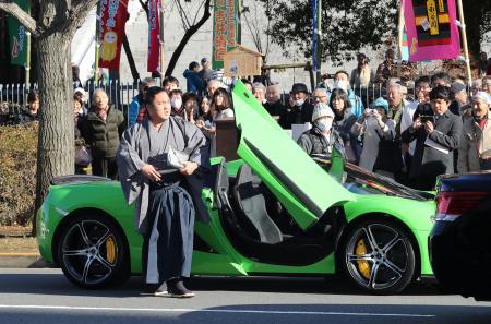 石浦がスーパーカーで場所入り 新化粧まわしの縁で(日刊スポーツ) - Yahoo!ニュース