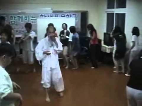 朝鮮学校の病身舞がやばい 【在日】 - YouTube