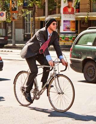 自転車通勤してる人