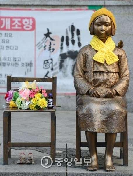 【日韓・慰安婦像・JK】慰安婦合意破棄必至、韓国の女子高生「全国100校に少女像を100個建てる計画」
